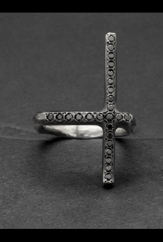 Tobias Wistissen Diamond cross ring black