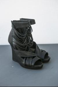 MASNADA multi-laces wedge