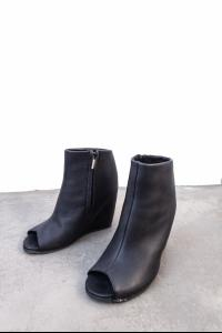 Peter Non Full Grain Calf Leather Open Toe Wedge Heels